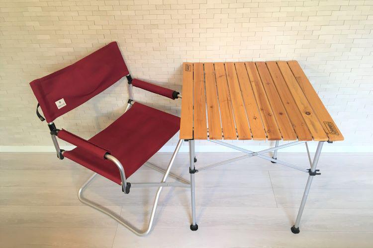 ウッドテーブル(1人用)と赤いチェアのペアセット